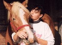 Cuddle_the_horse_2